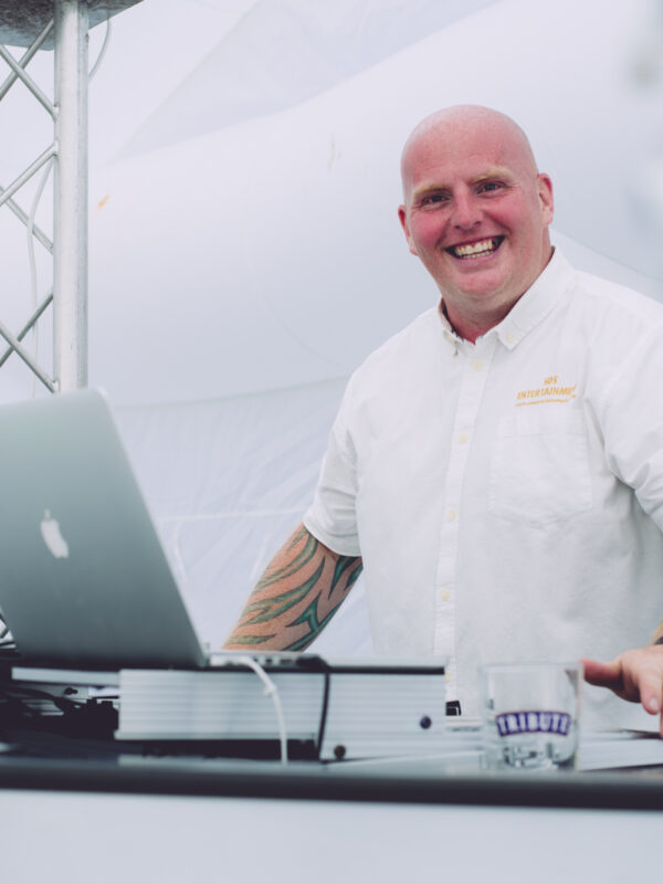 wedding dj, hire a wedding dj