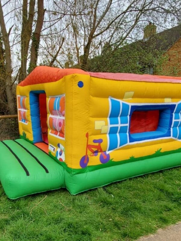 bouncy house for hire in Sussex, peppa pig bouncy castle