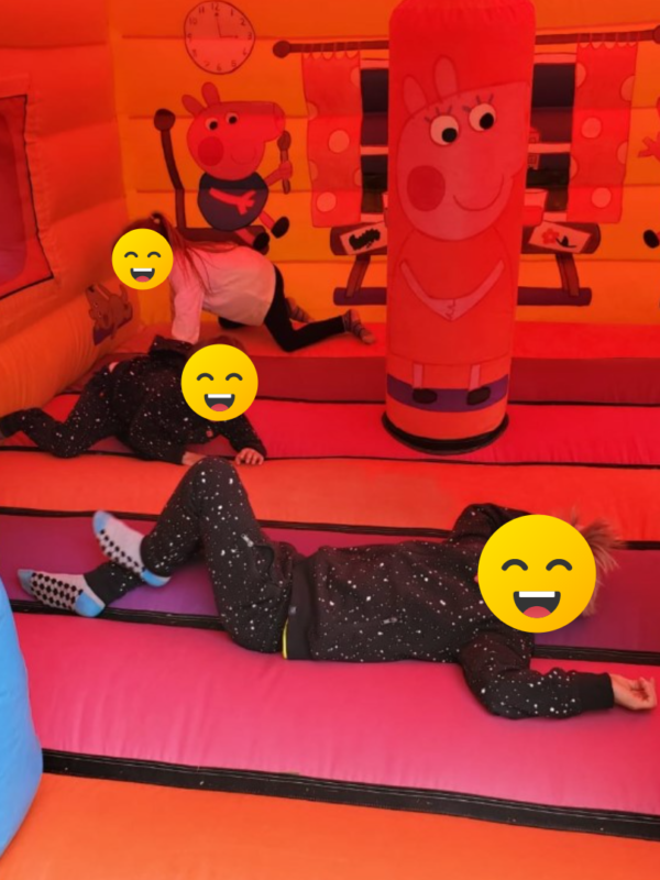 bouncy house for hire, Kent, Sussex, peppa pig bouncy castle